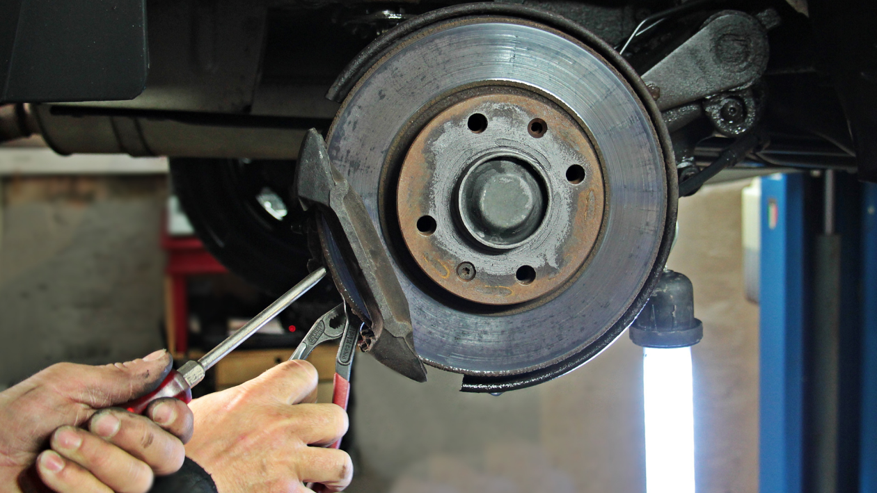 Warning Signs That Your Brakes Are About to Fail